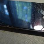 A kijelző tetején kipattogott az üveg borítás
