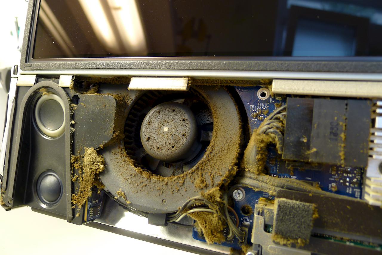 Még a ventilátor is csupa por