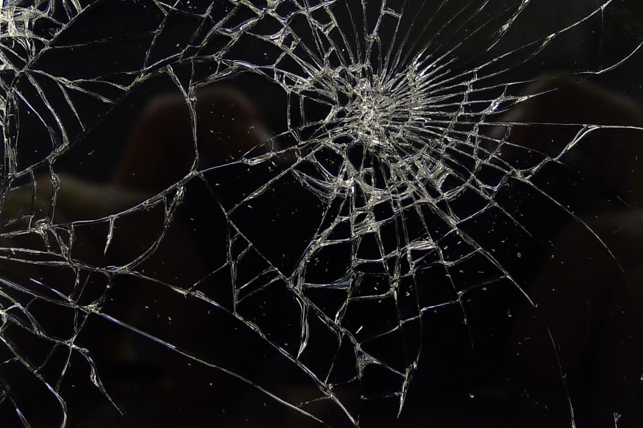 iPhone kijelző pókháló törése