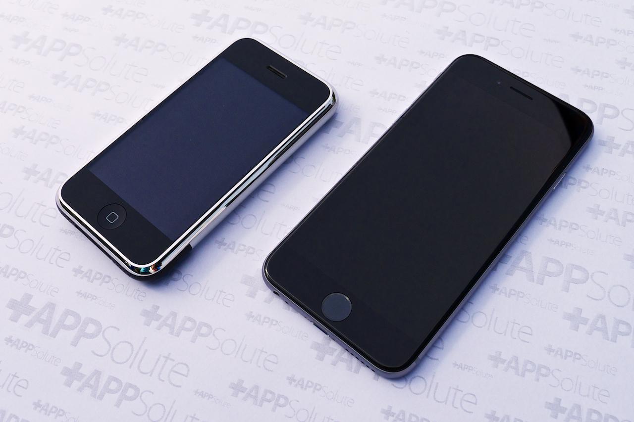 A két készülék gömbölyded formái igen hasonlóak, iPhone 6 első szétszedés
