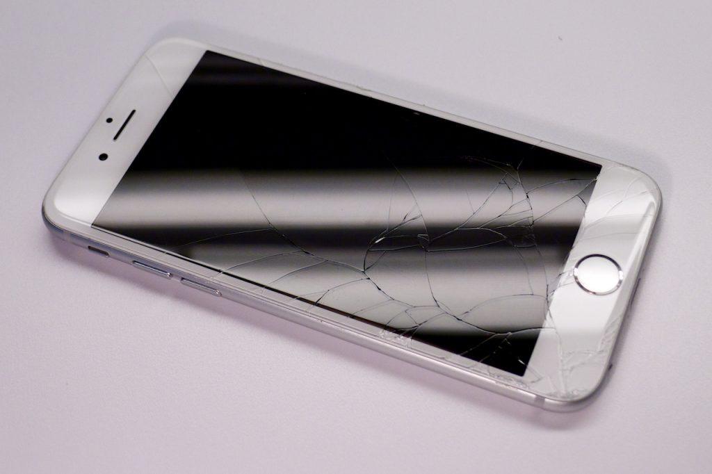 Az iPhone 6-nak is könnyen törik az eleje, kijelzőcsere iphone 6-nál, iPhone 6 törékenysége, iPhone 6 törékeny, törött iphone 6 kijelző csere