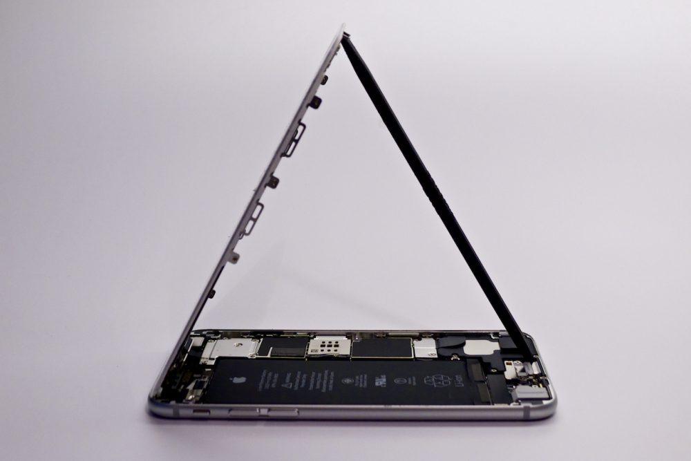 szimmetria, iphone 6 kijelzőcsere, háromszög, az iphone 6 szerelése, iphone 6 kijelzőcsere budapest, appsolute