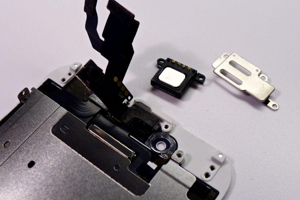 A kamera- és közelségérzékelő-pozícionáló műanyag távtartók átvitele nagyon fontos feladat, enélkül hibásan funkcionálhat a készülék. #precizitás