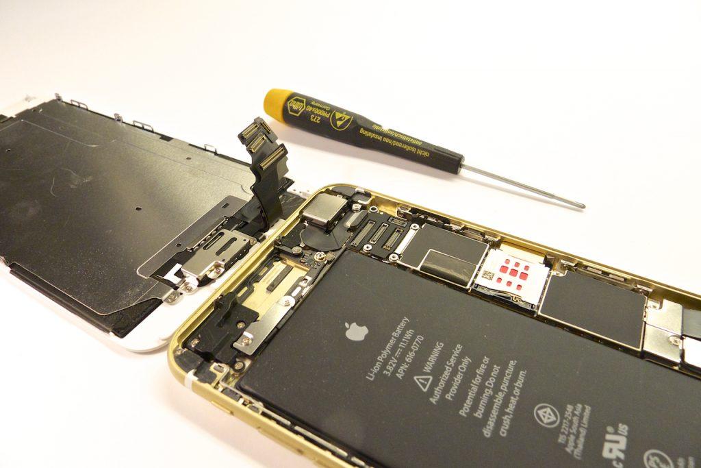 Az óriási akkumulátorban többnapnyi energia rejtőzik, iphone 6 plus kijelző javítás, iphone 6 plus kijelzőcsere, iphone 6 plus szétszedés, iphone 6 plus szerviz