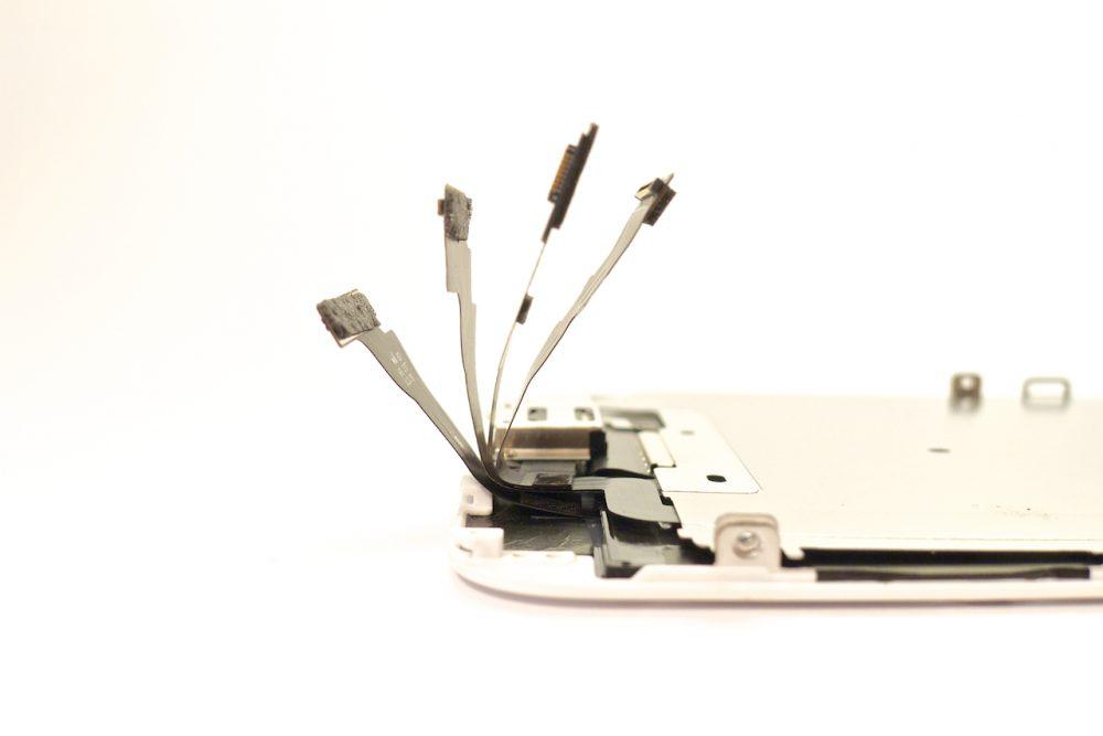 A kijelzőmodul 4 szalagkábele, iphone 6 plus kijelző javítás, iphone 6 plus kijelzőcsere, iphone 6 plus szétszedés, iphone 6 plus szerviz