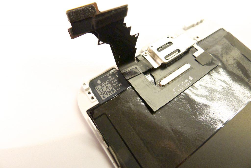 Hőelvezető matrica a kijelző belső felén, iphone 6 plus kijelző javítás, iphone 6 plus kijelzőcsere, iphone 6 plus szétszedés, iphone 6 plus szerviz