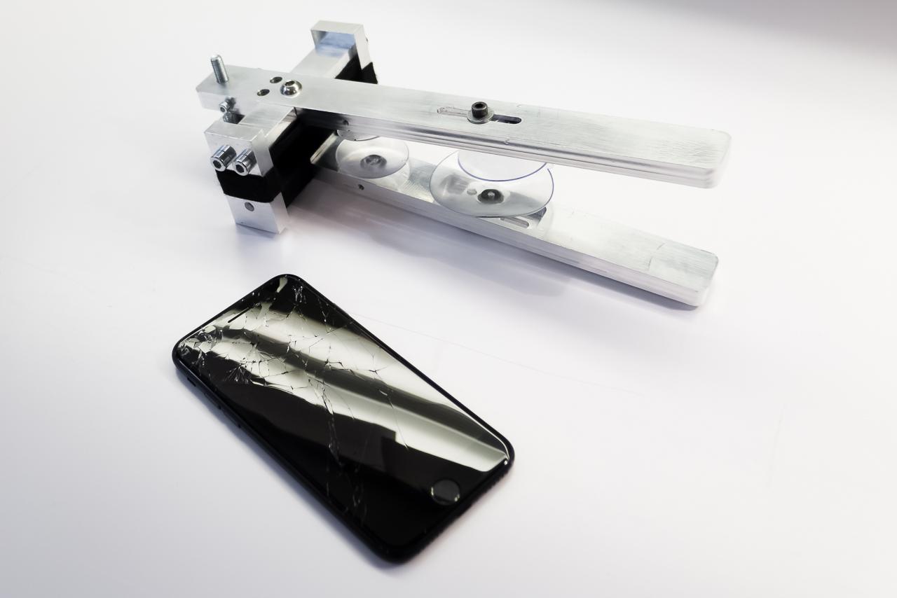 A tapadókorongos szétszedő szerszámunk. Az iPhone 7 kijelzőcsere elengedhetetlen kelléke.