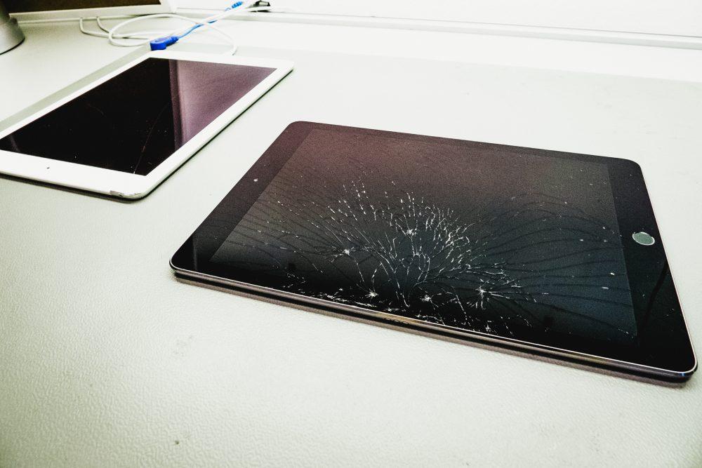 Törött kijelzős iPad Pro, szimmetrikus mintázat, törött kijelző, törött kijelző iPad, iPad javítás