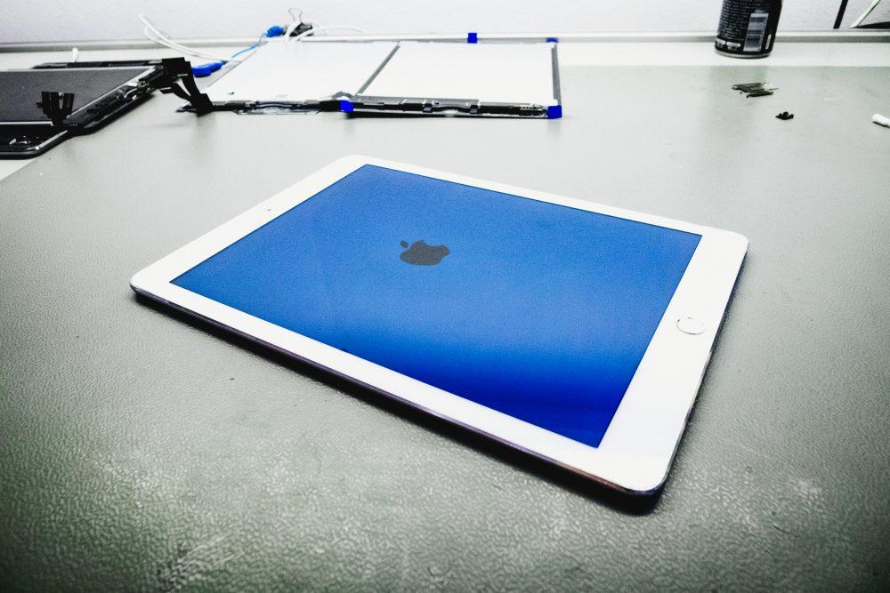 Bekapcsolás az új kijelzővel, iPad megjavítva, kész az iPad kijelző csere, APPSolute