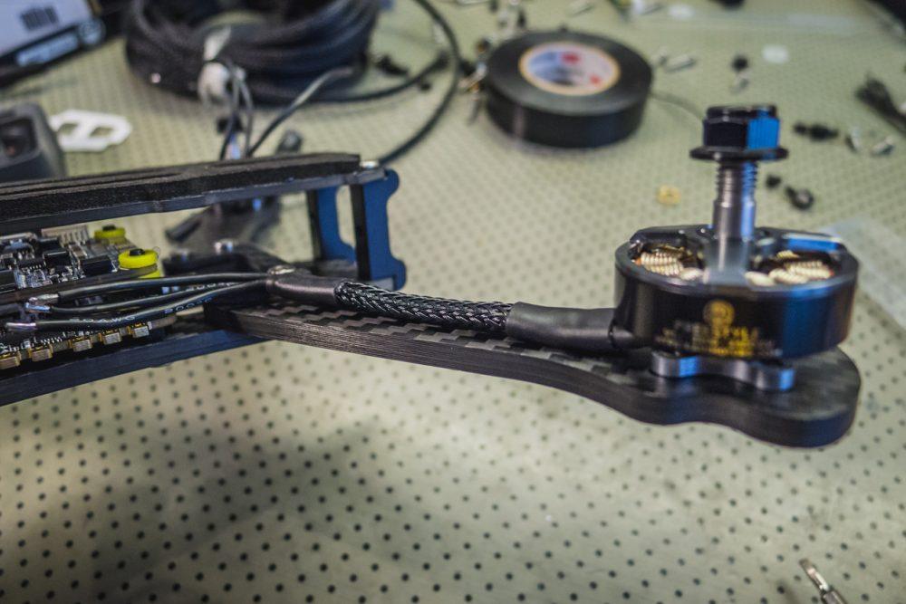 Kígyóbőrbe bújtatott motorvezetékek