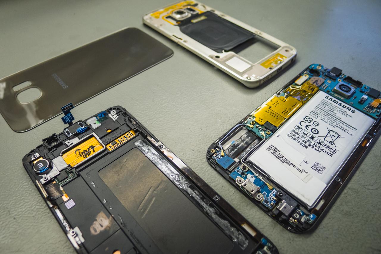 Leteszteltünk és kiválogattunk pár biztosan jó alkatrészt, ebből fogjuk összeépíteni Samsung telefonunkat