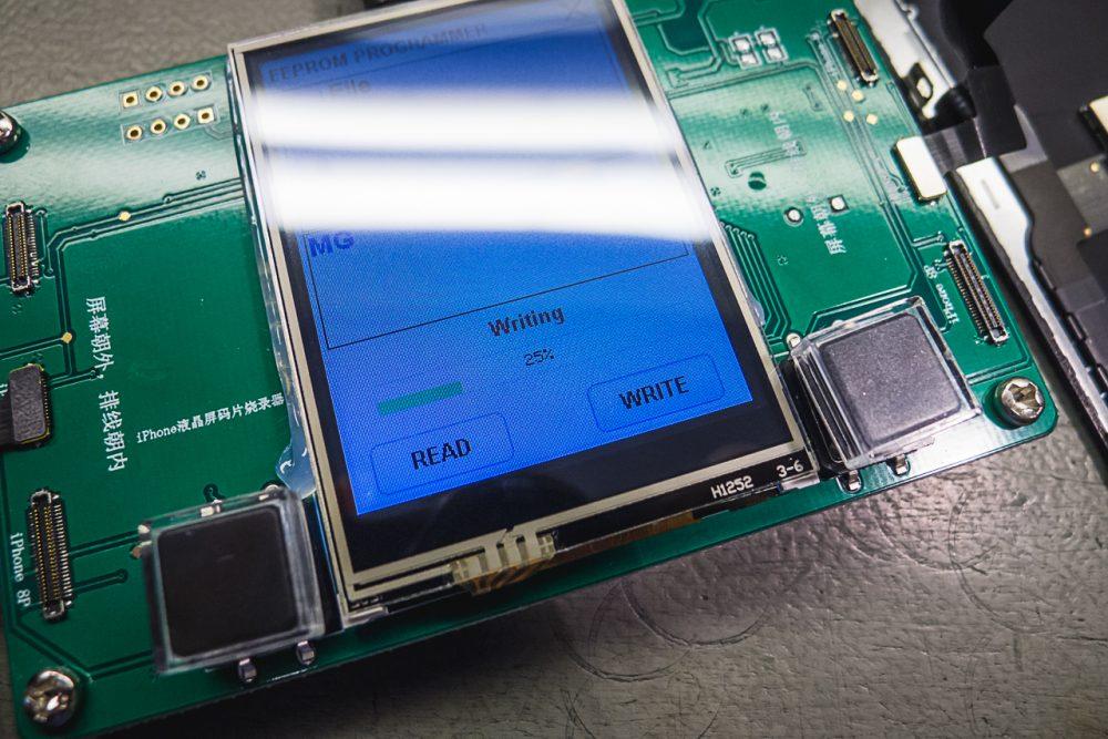 """""""Adatmentés"""" iPhone 8 és iPhone X kijelzőről"""