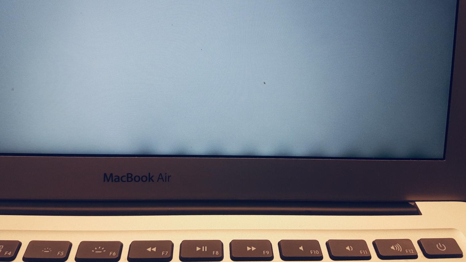 háttérfény probléma Mac, Mac javítás cikksorozat, MacBook képernyő hiba, foltos