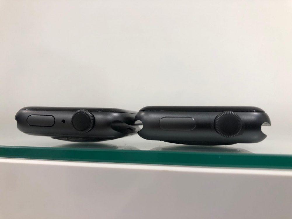 Baloldalt az Apple Watch Series 4, jobboldalt az Apple Watch Series 3, Apple Watch 4 okosóra teszt, Apple watch 4 teszt, pulzusmérő óra, okosóra magyar nyelvű menüvel, összehasonlító kép