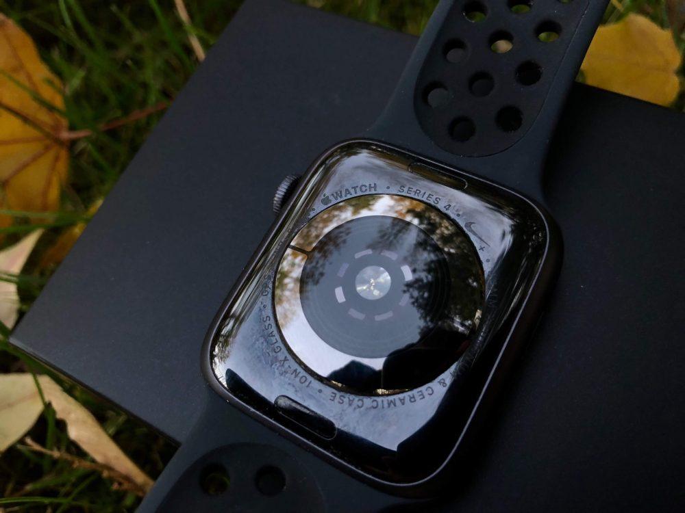 Az okosóra hátoldala – Apple Watch 4 okosóra teszt, Apple watch 4 teszt, pulzusmérő óra, okosóra magyar nyelvű menüvel, hátoldal