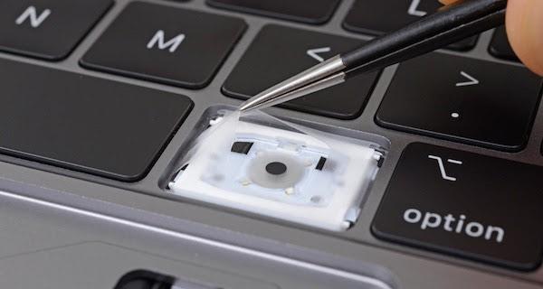 új billentyűzet kialakítás, porvédő membrán, zajcsökkentés a MacBook billentyűzet fronton
