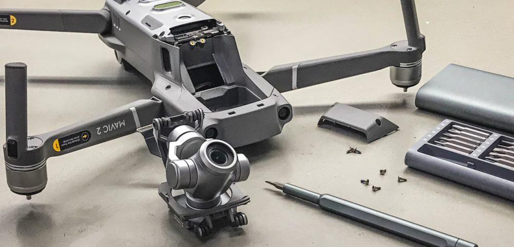 A Mavic 2 Zoom gimbal-kamera modulját igen könnyű kivenni