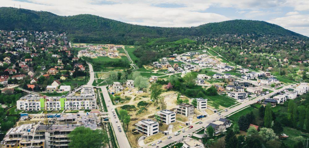 Hármashatár-hegyi látkép – Mindenhol építkeznek