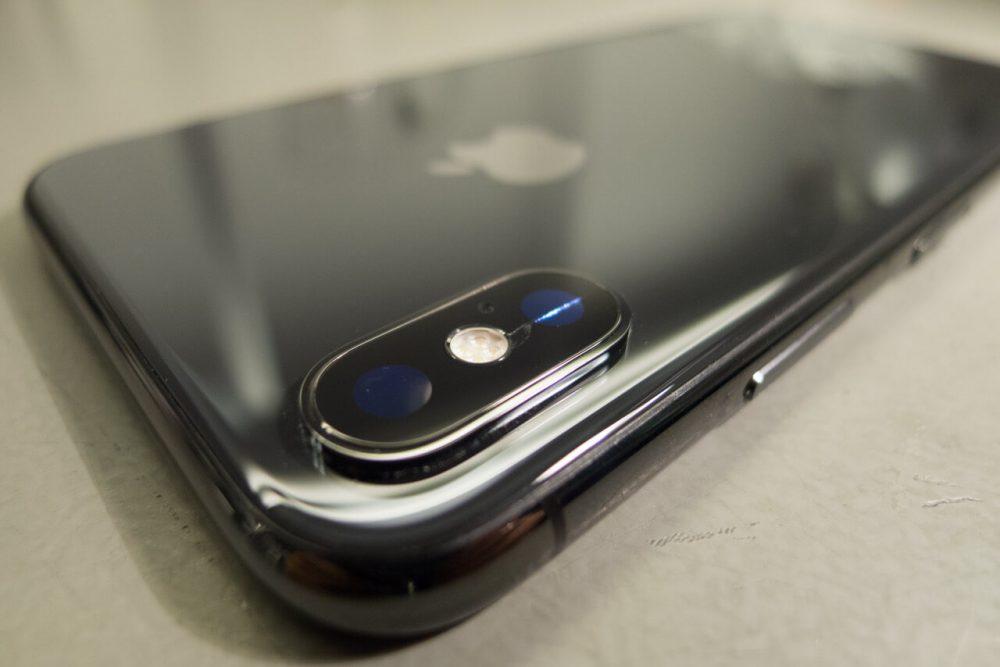 iPhone X kameralencse üveg csere következik... iPhone X szerviz, APPSolute