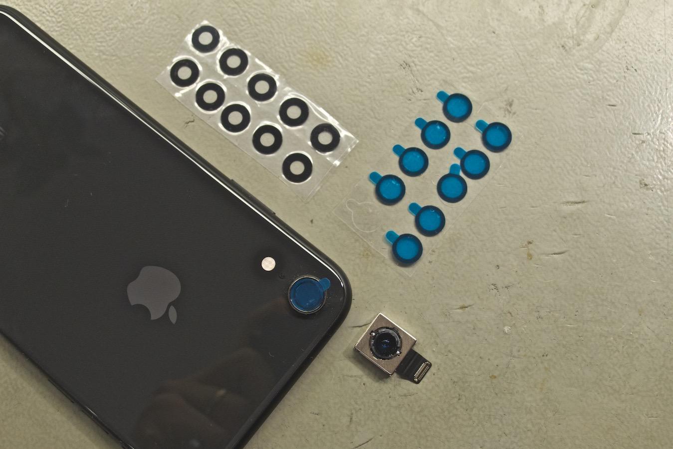 iPhone X kameralencse csere - ragasztóanyag