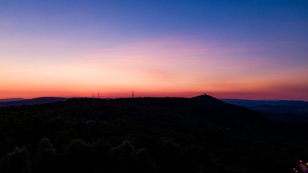Normafa és a János-hegy naplementekor
