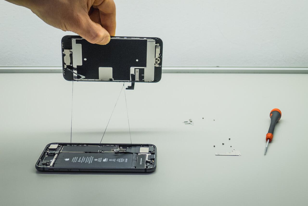iPhone kijelzőcserék megnehezítve, független Apple szerviz, független iPhone szerviz, szabad szakemberválasztás joga