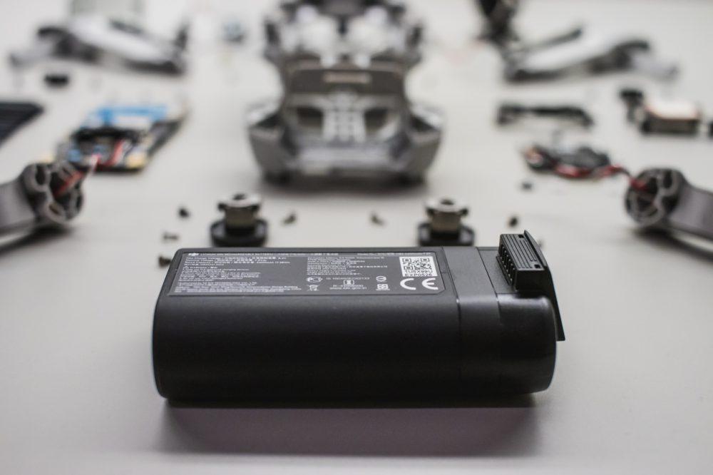 Az akkumulátor a legnehezebb alkotóeleme a drónnak: 100 gramm –DJI Mavic Mini specifikációk