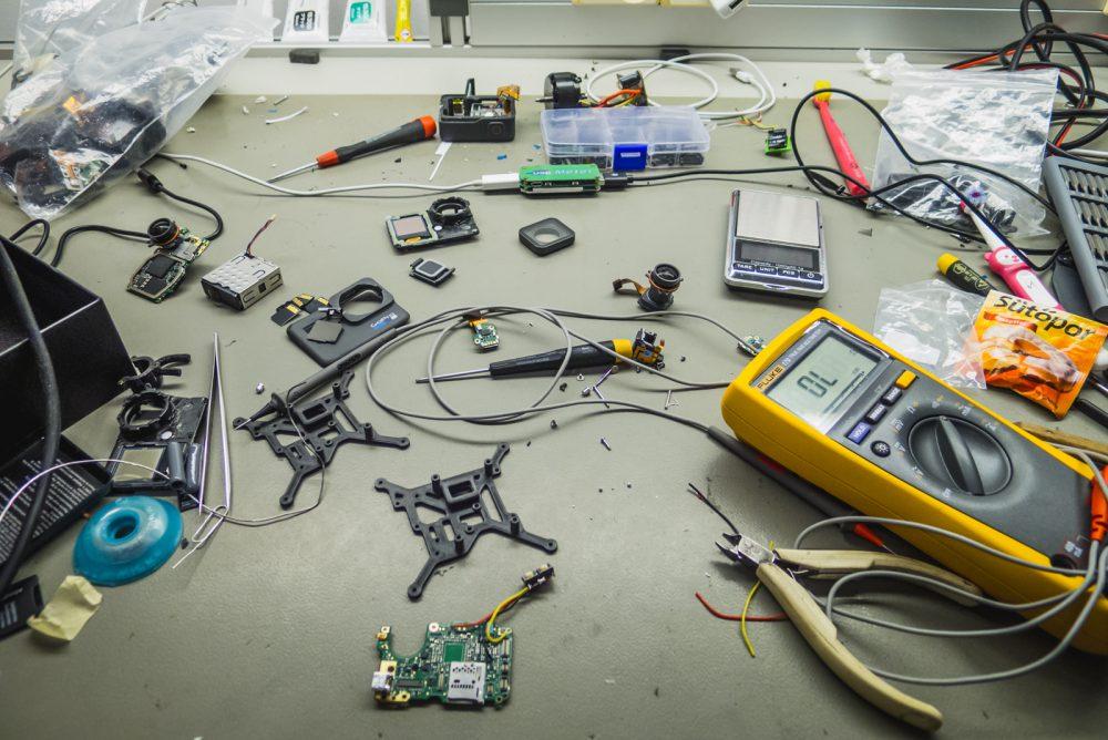 Így nézett ki az asztalom, miközben fejlesztettem és teszteltem a megoldásokat