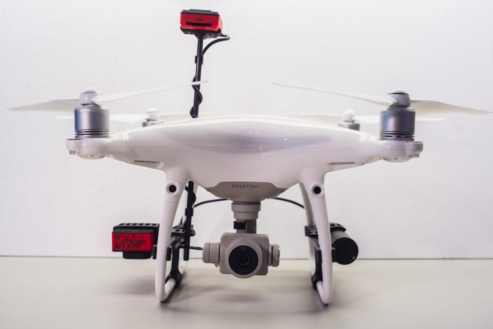A komplett szett felszerelve a drónra - Szemből