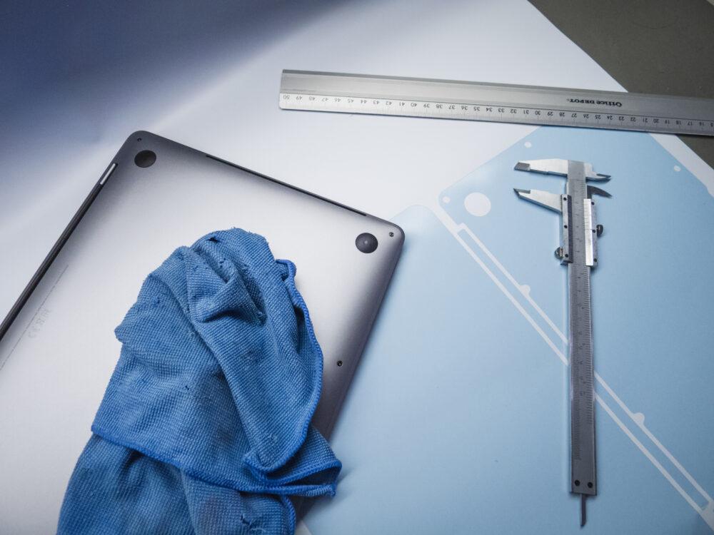 A leméretezett gépre egyszerű dekorfóliából vágunk próbafóliákat.